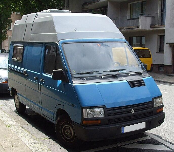 688px-Renault_Trafic_Wohnmobil_vr.jpg
