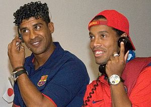 Ronaldinho - Ronaldinho with Frank Rijkaard at NASA's Johnson Space Center in 2006