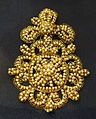 Rose brooch, 17th century AD, gold filigree and baroque pearls - Museo Nacional de Artes Decorativas - Madrid, Spain - DSC08021.JPG