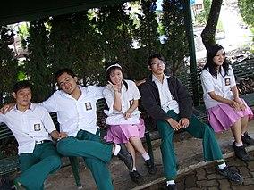School uniform - Wikiwand