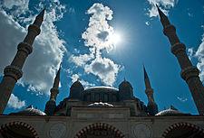 Чим суніти відрізняються від шиїтів