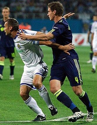 Jan Vertonghen - Vertonghen marking Dynamo Kyiv's Andriy Shevchenko in 2010