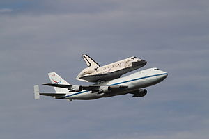 Shuttle Discovery flyby at Dulles.jpg