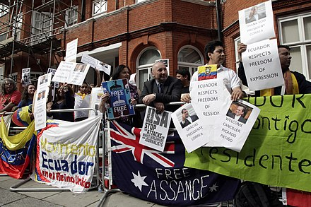 Demonstration outside the Ecuadorian embassy to free Assange, 16 June 2013 Simpatizantes de Julian Assange se reunen en los exteriores de la embajada ecuatoriana en Londres. (9060379800).jpg