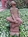 Skulptur LauschenderKnabe (Karl August Ohrt) Erika-Haus UKE (1).jpg