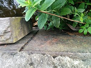 Slateford Aqueduct - A joint in the iron trough that makes the canal watertight