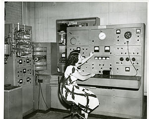 National Institute of Standards and Technology - A mass spectrometer in use at the NBS in 1948.