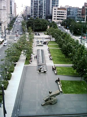 Victoria Square, Montreal - Image: Square Victoria