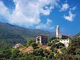 La Preĝejo de-Santa Maria Assunta kaj la Santa-Croce-Frateco-Kapelo, en la vilaĝo de Mandriale en Santa-Mario-di-Lota