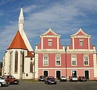Stará radnice a kostel sv. Víta.jpg