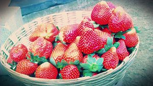 Mahabaleshwar strawberry - Mahabaleshwar strawberries being sold