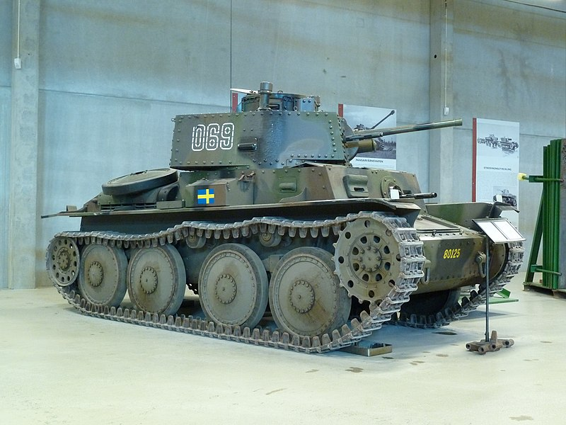 Stridsvagn m/41 3/4 side view - Credits: Wikipedia