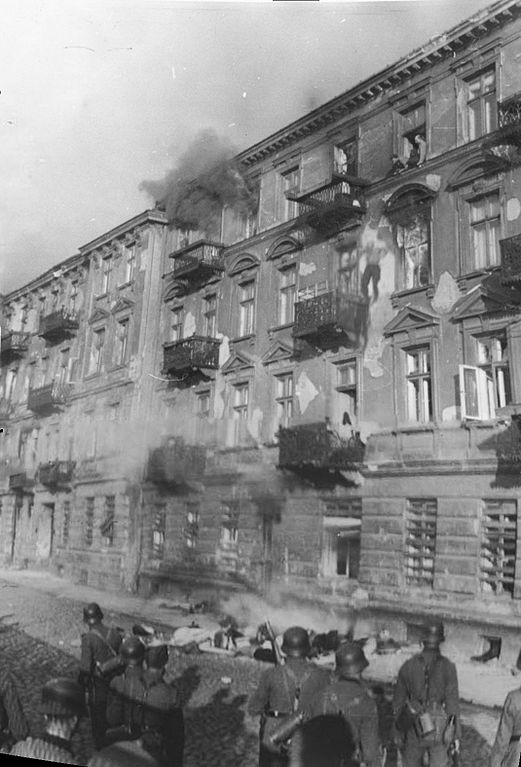 https://upload.wikimedia.org/wikipedia/commons/thumb/e/ef/Stroop_Report_-_Warsaw_Ghetto_Uprising_-_Niska_Street_suicides.jpg/521px-Stroop_Report_-_Warsaw_Ghetto_Uprising_-_Niska_Street_suicides.jpg