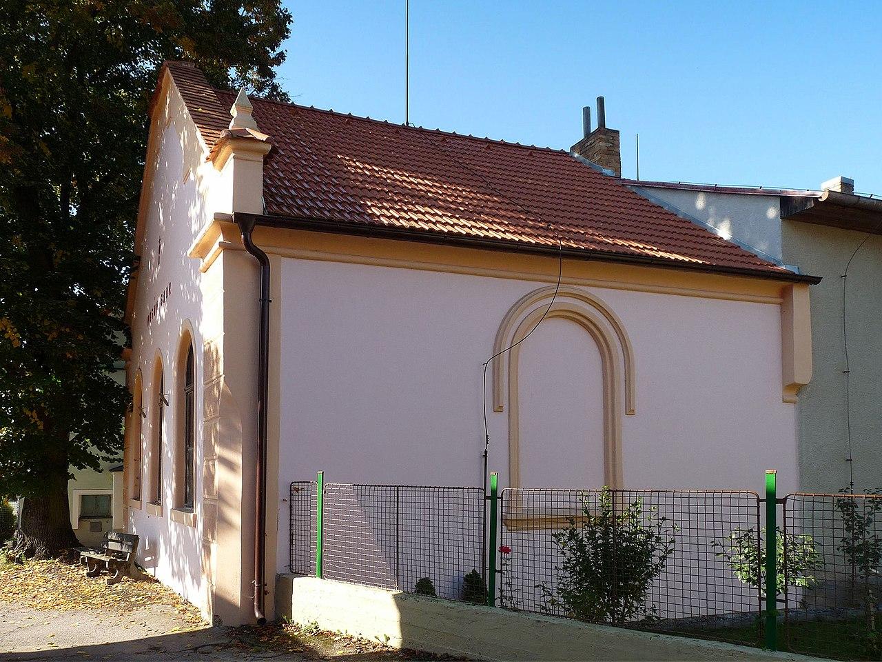 Synagoga Hluboká-n-Vlt 02.jpg