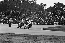Johnny Cecotto (4), Barry Sheene (7) en Kenny Roberts (1) tijdens de TT van Assen