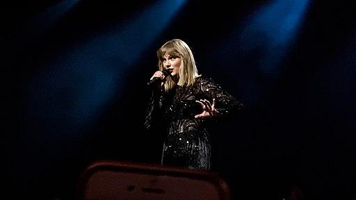 Taylor Swift NOW Super Saturday Night IMG 0757 edited (32776594640)