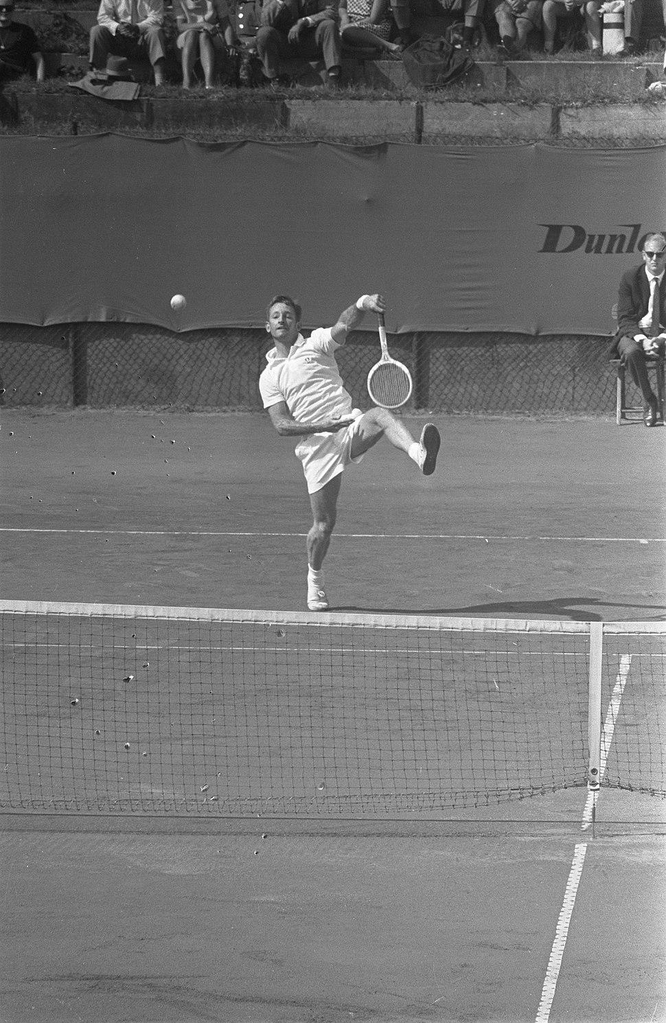 Tenniskampioenschappen in Noordwijk, Leaver (Australie) in actie, Bestanddeelnr 916-7881