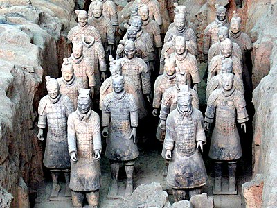 https://upload.wikimedia.org/wikipedia/commons/thumb/e/ef/Terracotta_army_5256.jpg/400px-Terracotta_army_5256.jpg