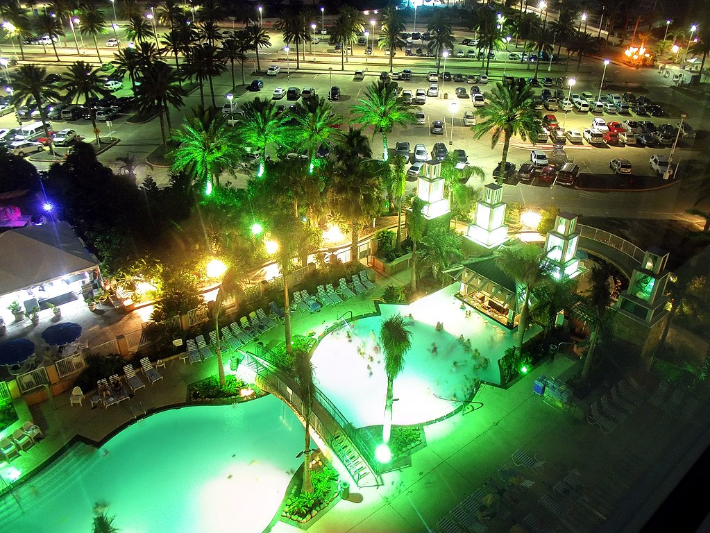 File:The Moody Gardens Hotel pool at night 6-10.jpg - Wikimedia Commons