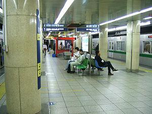 Kita-Senju Station - Chiyoda Line platforms