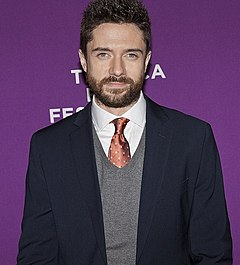 Topher Grace på premiären av The Giant Mechanical Man vid Tribeca Film Festival 2012.