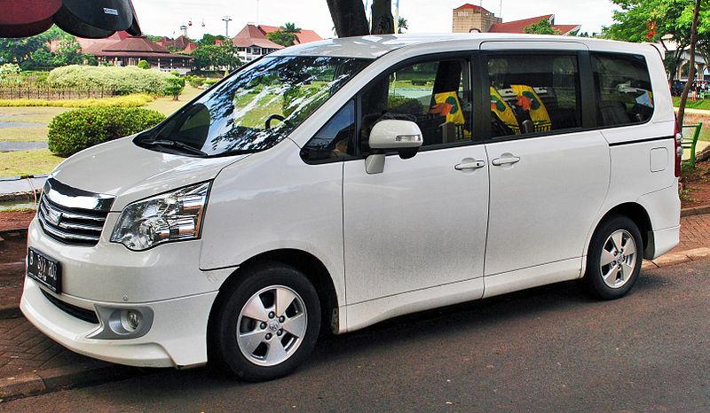 Berkas:Toyota NAV1 (front), Jakarta.jpg
