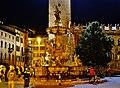 Trento Piazza del Duomo Fontana del Nettuno bei Nacht 3.jpg