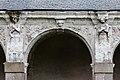 Troisième arcade de la galerie ouest du cloître de l'ancienne abbaye saint Melaine, Rennes, France.jpg