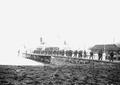 Truppen verlassen den Dampfer im Hafen von Flüelen - CH-BAR - 3240397.tif