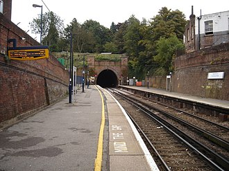 Tunbridge Wells railway station - Southbound view towards Grove Tunnel