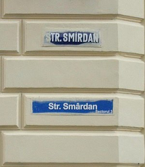 Romanian alphabet - Pre- (top) and post-1993 (bottom) street signs in Bucharest, showing the two different spellings of the same name