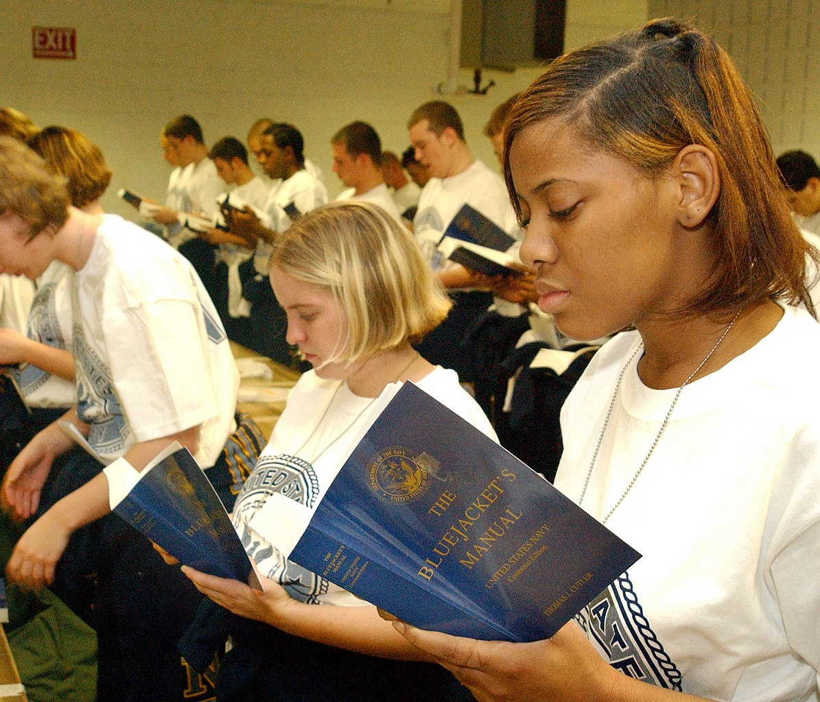 File:US Navy 021104-N-5576W-002 Recruits inventory and read a
