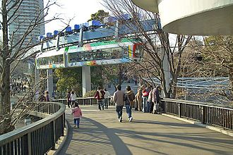 Monorails in Japan - Image: Ueno Zoo Monorail 1280