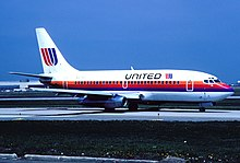 United Airlines Boeing 737-222; N9075U, April 1990 CRO (5057344444).jpg