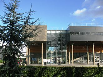 University of Rennes 2 - The EREVE building houses most unions as well as the book shop, information desk, banking and health services, and dining locations