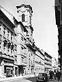 Váci utca déli szakasza, a Nyári Pál utca sarkán a Belvárosi Szent Mihály templom. Tatra T600 Tatraplan típusú személygépkcsi. Fortepan 18543.jpg