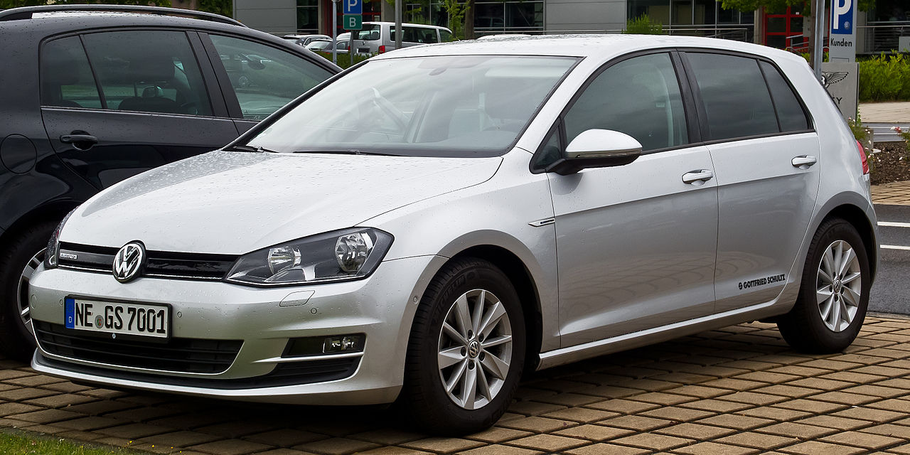 file vw golf 1 6 tdi bluemotion trendline vii frontansicht 5 juli 2014 d. Black Bedroom Furniture Sets. Home Design Ideas