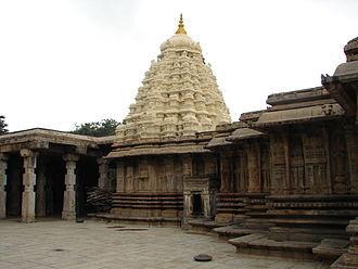 Talakadu - Close up view of the shrine and mantapa (hall) outer wall at Vaidyeshvara temple