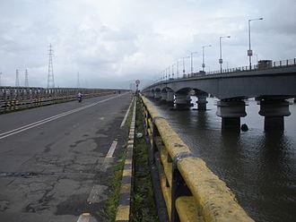 Vashi - Road Bridges, old and new, to Vashi across Thane creek