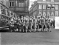Vertrek bloemenmeisjes uit Haarlem naar Duitsland, Bestanddeelnr 907-6731.jpg