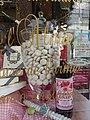 Vichy - Rue Georges Clemenceau, confiserie Aux Marocains, spécialité l'Alma dans la vitrine.jpg