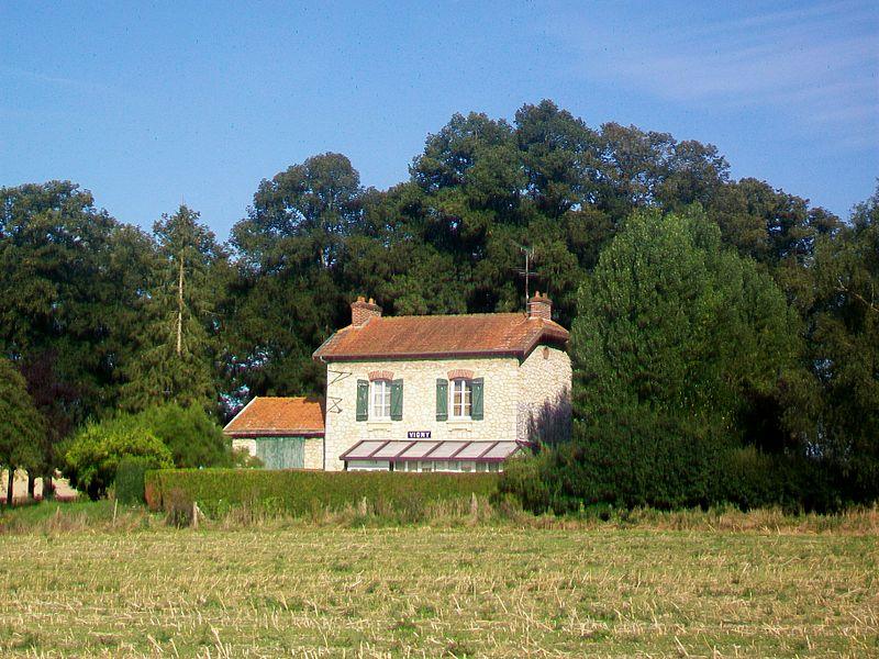 File:Vigny (95), ancienne gare CGB, rue de la Comté.jpg