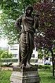 Villach Peraustraße Schillerpark Statue der Amaltheia mit Füllhorn 28052018 3453.jpg