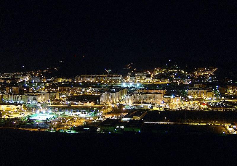 Image:Vista nocturna de Torres Vedras.jpg