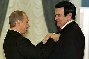 Muslim Magomayev (musician) - Muslim Magomayev receives the Order of Honour from Russian President Vladimir Putin. 26 December 2002