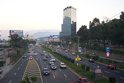 Boulevard de los Próceres (Autopista Sur), San Salvador; one of Trung Mỹ's widest
