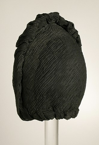 Crêpe (textile) - Woman's mourning bonnet in hard crape, c.1880