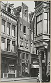 zicht op straatwand met erker op de voorgrond - amsterdam - 20319428 - rce