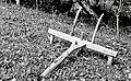 """""""Cajhn""""- poljedelska naprava za risanje črt za sajenje krompirja, Drašiči 1965.jpg"""