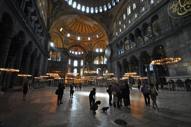"Dosya:""The girl and the cat"" (Hagia Sophia) (8291188112).jpg"